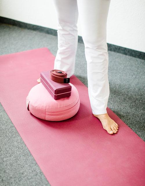 Claudia-Dorn-Yogalehrerin-Yoga Praxis fuer Vertrauen Entspannung Mobilisation
